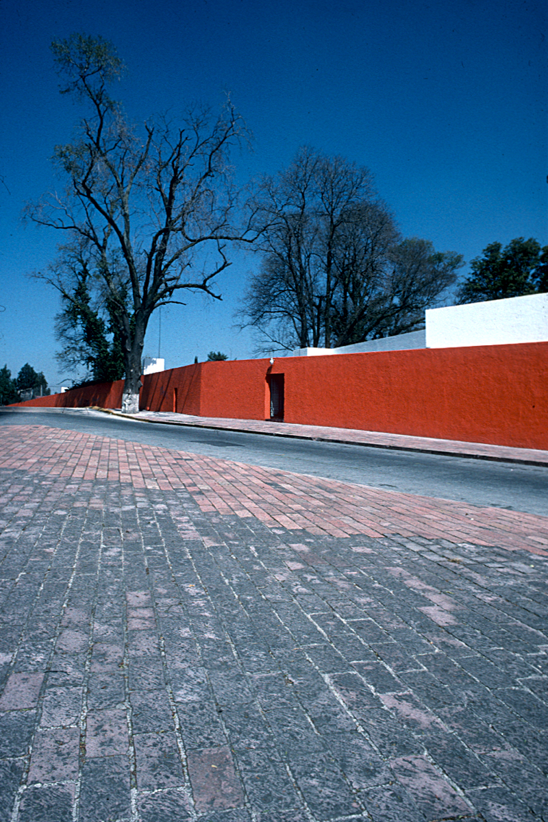 Luis Barragan: El Muro Rojo, Mexico City photo © Thomas Deckker 1997